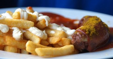 Duitse currywurst mit pommes